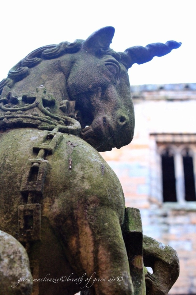 Scottish Unicorn Linlithgow Palace.jpg